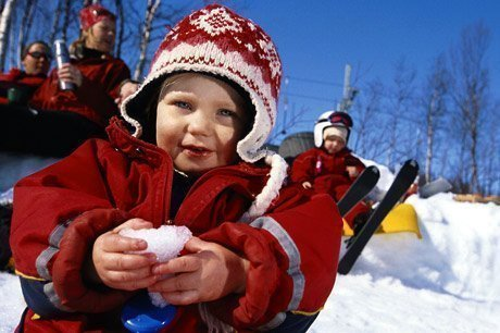 Child_in_snow